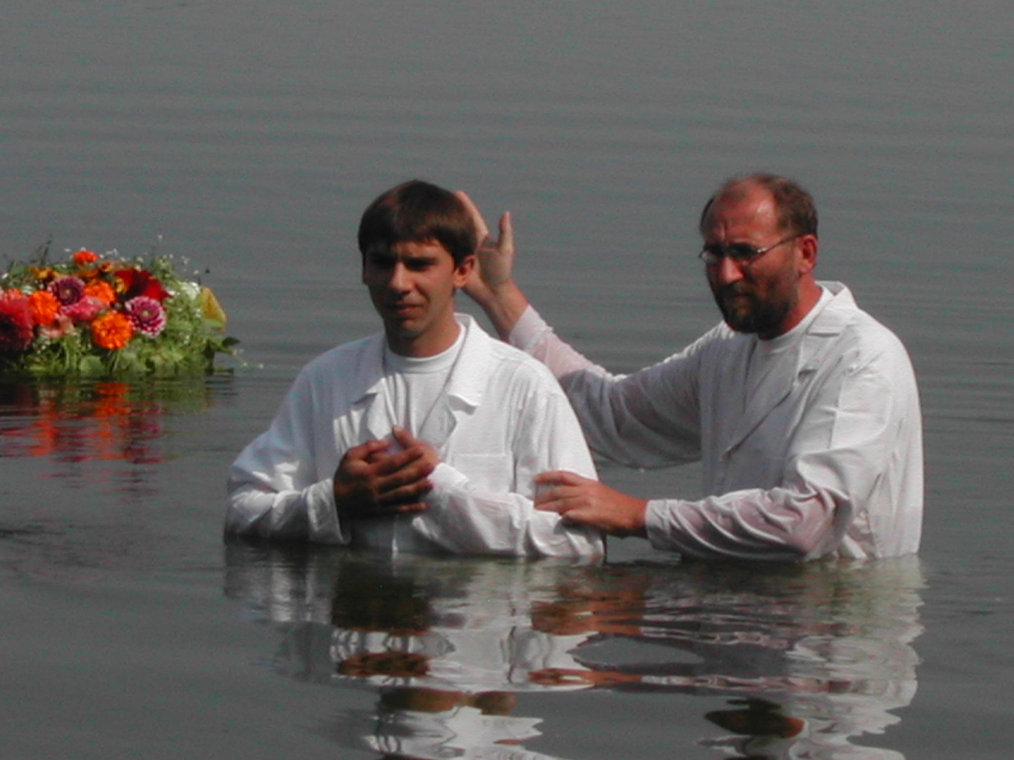 Крещение Киево-Троещинской церкви ЕХБ